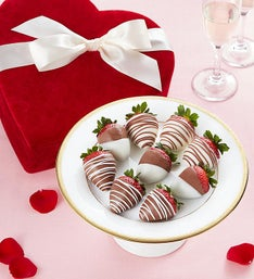 Chocolate Strawberries in Valentine Heart Box 9ct