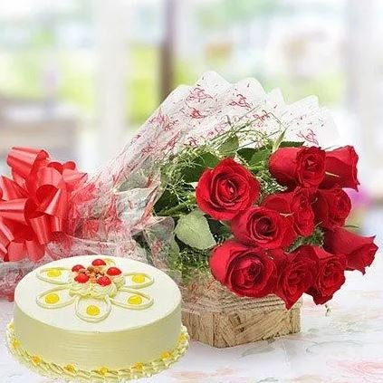 Delicious Cake With Red Roses Bouquet